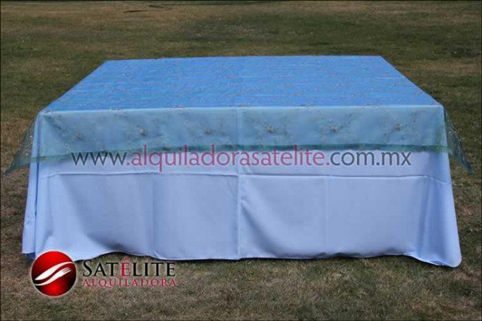 Mantel cuadrado azul cielo organza verde 1