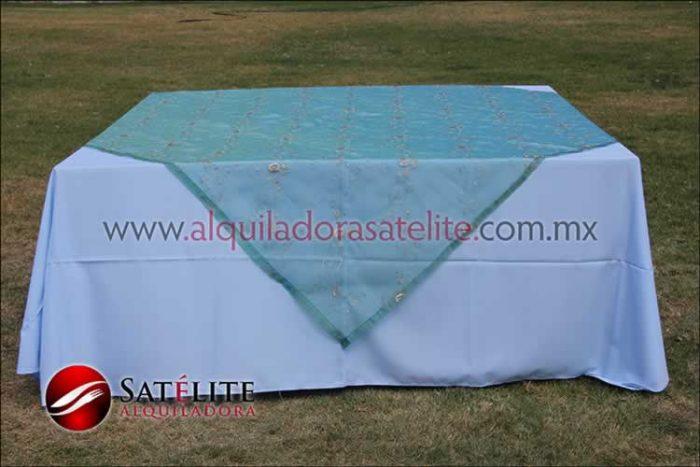 Mantel cuadrado azul cielo organza verde 2