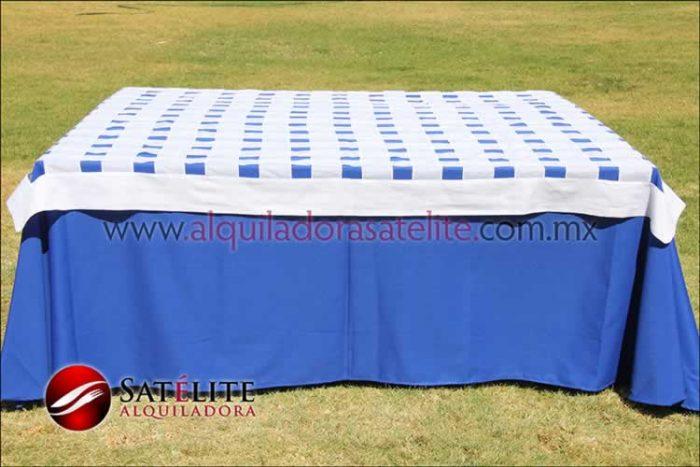 Mantel cuadrado azul rey entrelazado blanco