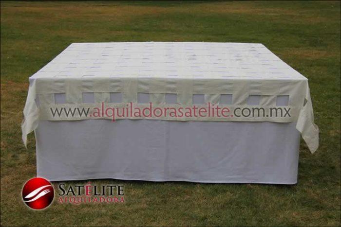 Mantel cuadrado blanco entrelazado manta