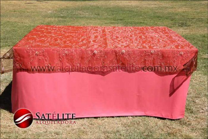 Mantel cuadrado coral organza shedrón 1