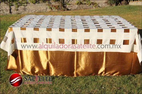 Mantel cuadrado dorado entrelazado manta