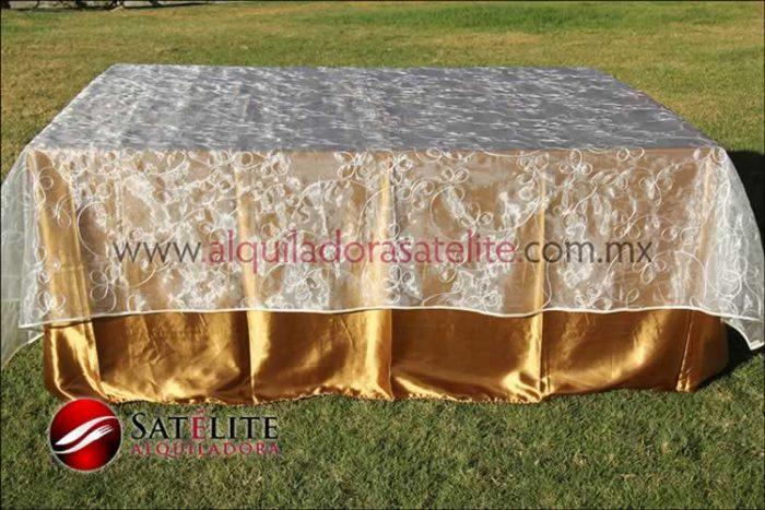 Mantel cuadrado dorado organza alistonado