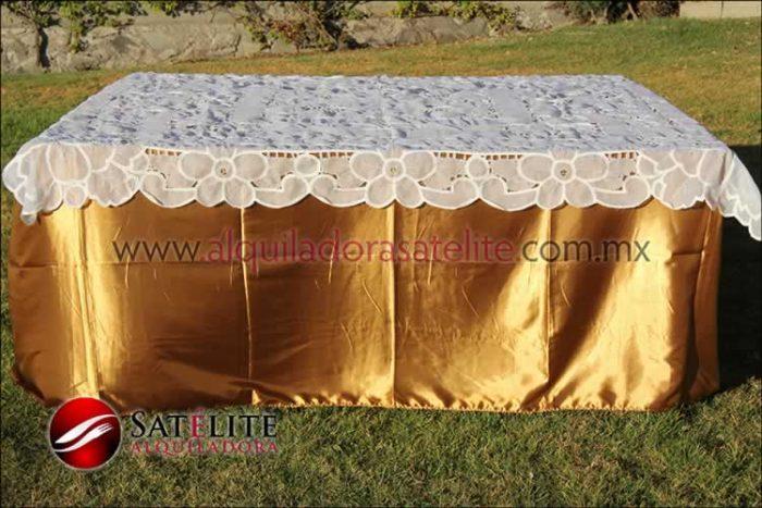 Mantel cuadrado dorado organza blanco