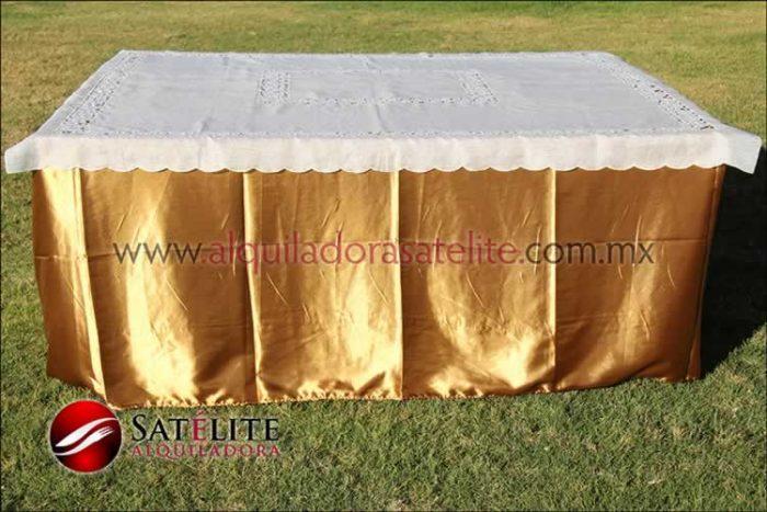 Mantel cuadrado dorado organza marfil 1