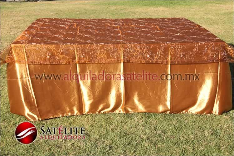 Mantel cuadrado dorado organza shedrón 1