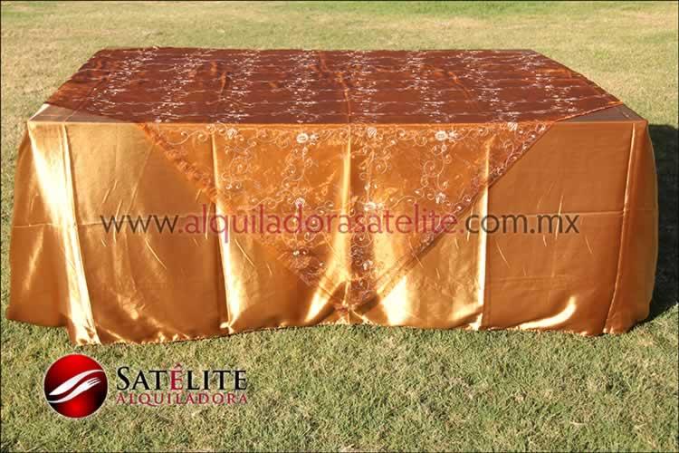 Mantel cuadrado dorado organza shedrón 2