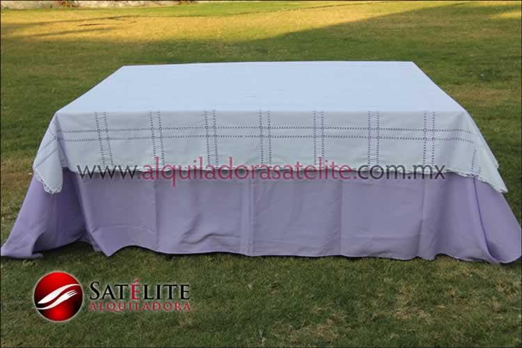 Mantel cuadrado lila deshilado blanco