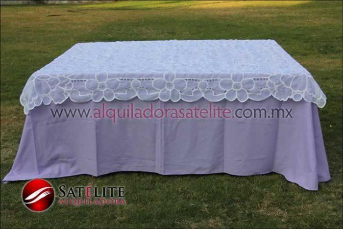 Mantel cuadrado lila organza blanco