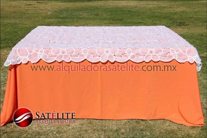 Mantel cuadrado naranja organza blanco