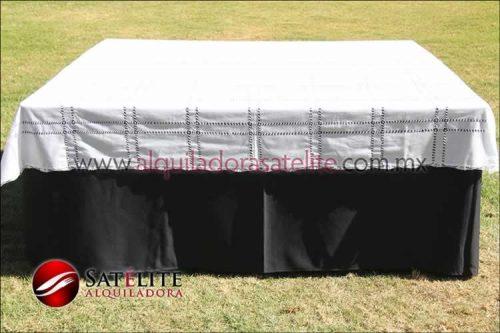 Mantel cuadrado negro deshilado blanco