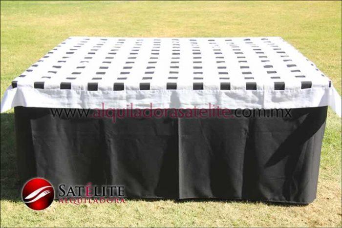 Mantel cuadrado negro entrelazado blanco