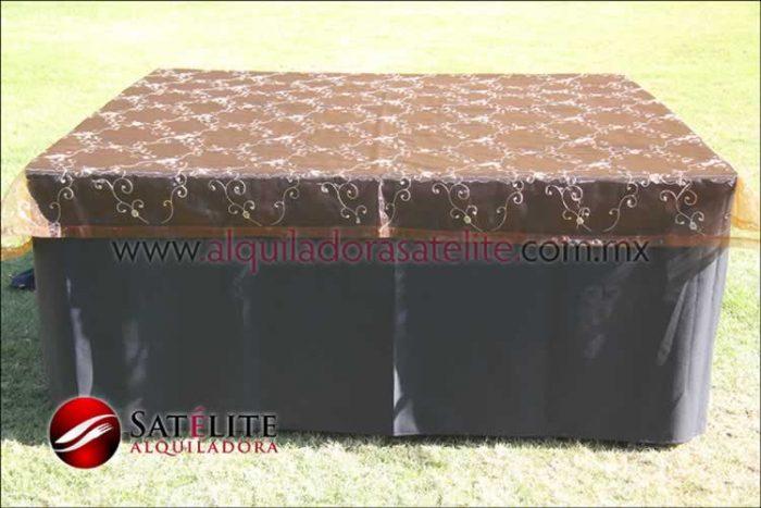 Mantel cuadrado negro organza shedrón 1