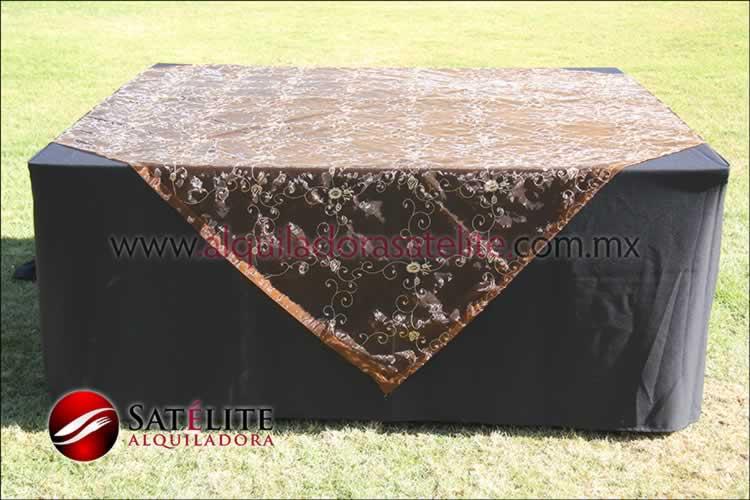 Mantel cuadrado negro organza shedrón 2