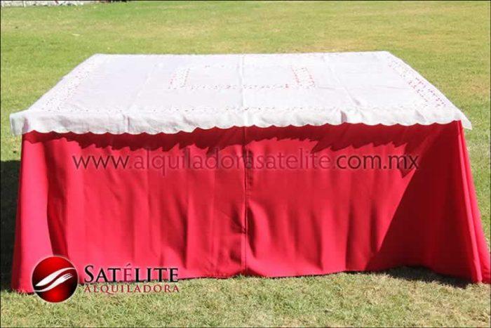 Mantel cuadrado rojo organza marfil 1