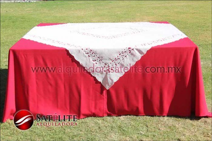 Mantel cuadrado rojo organza marfil 2