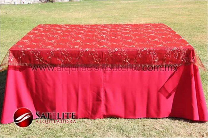 Mantel cuadrado rojo organza shedrón 1