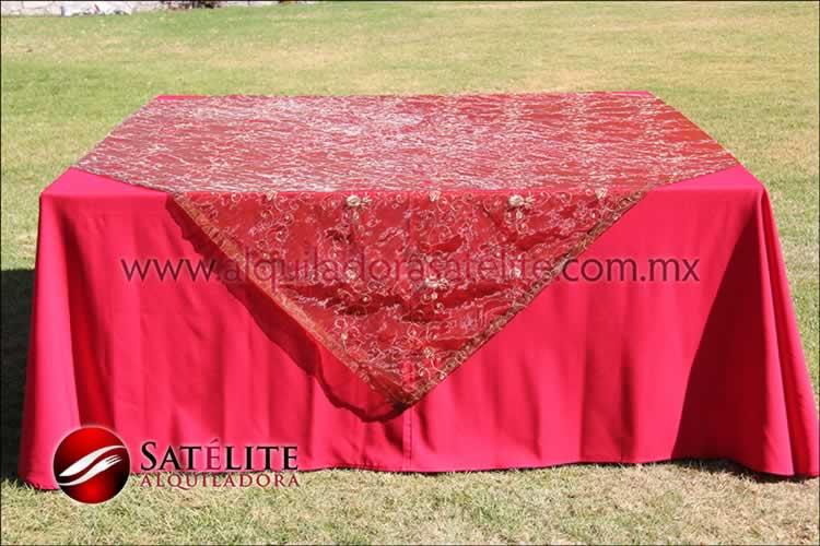 Mantel cuadrado rojo organza shedrón 2