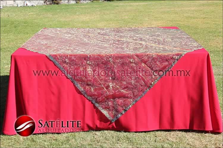 Mantel cuadrado rojo organza verde 2