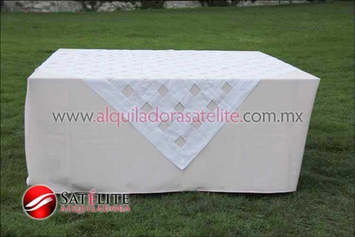 Mantel cuadrado rosa claro entrelazado blanco