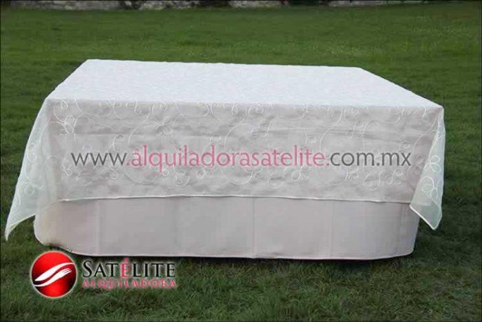 Mantel cuadrado rosa claro organza alistonado