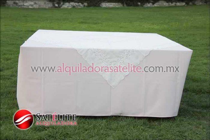 Mantel cuadrado rosa claro organza marfil 2