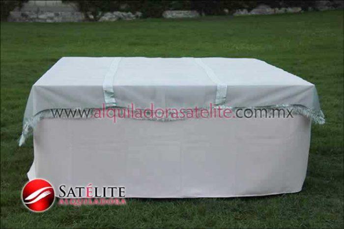 Mantel cuadrado rosa claro organza plata