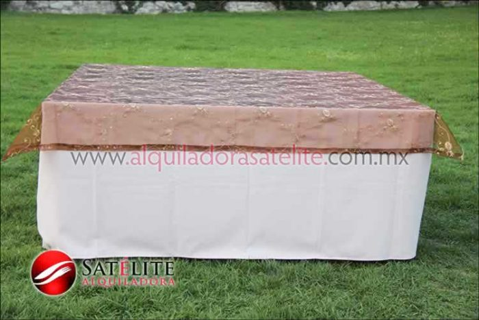 Mantel cuadrado rosa claro organza shedrón 1