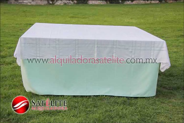 Mantel cuadrado verde agua deshilado blanco