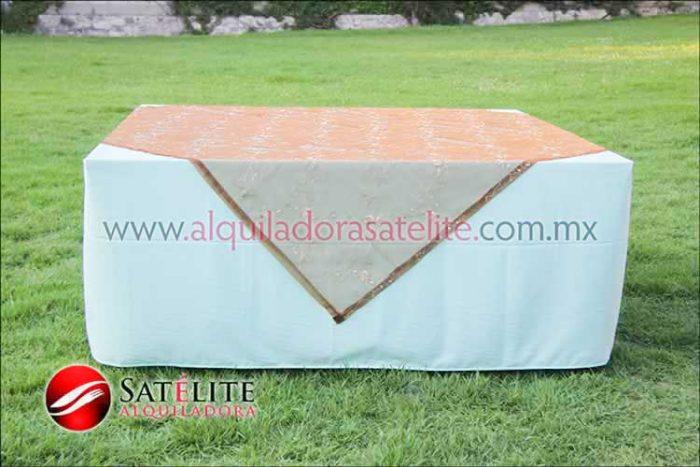 Mantel cuadrado verde agua organza shedrón 2