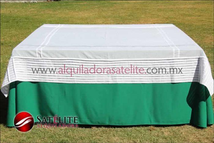 Mantel cuadrado verde bandera alforzas
