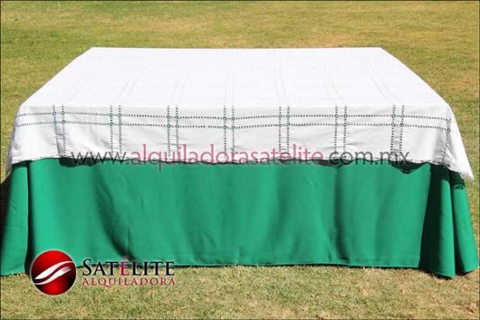 Mantel cuadrado verde bandera deshilado blanco