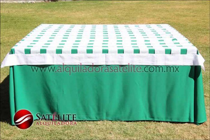 Mantel cuadrado verde bandera entrelazado blanco