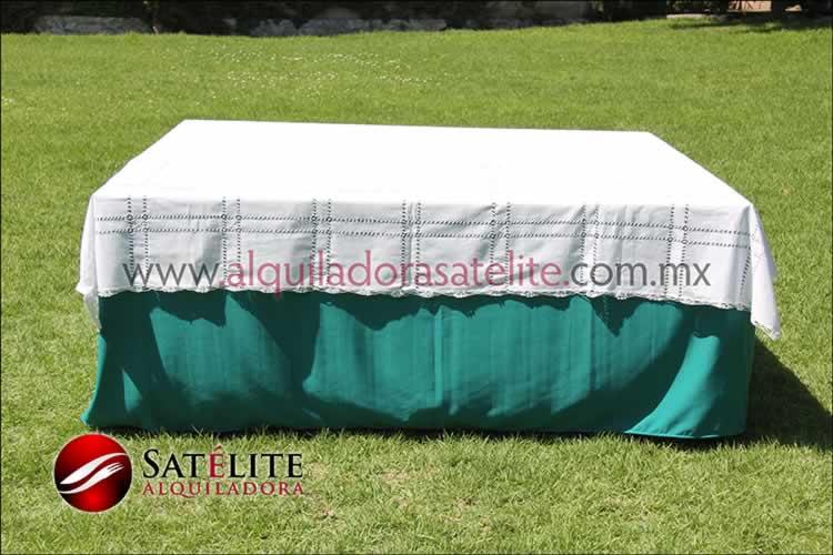 Mantel cuadrado verde jade deshilado blanco