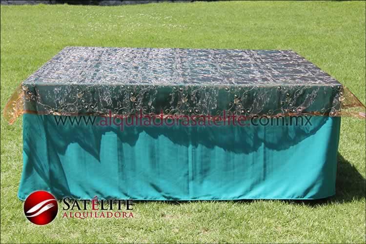 Mantel cuadrado verde jade organza shedrón 1