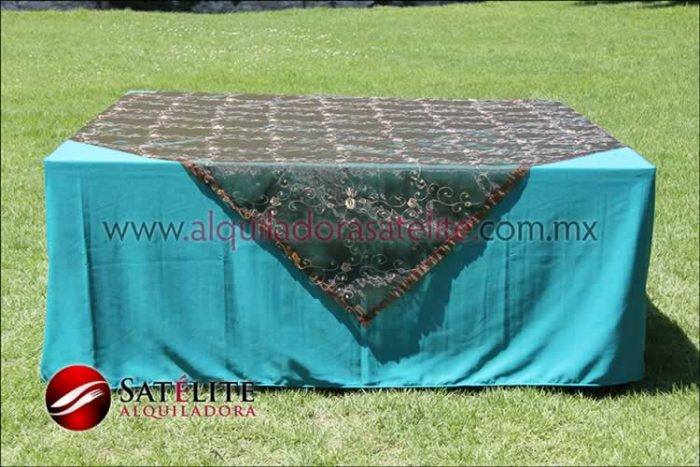 Mantel cuadrado verde jade organza shedrón 2