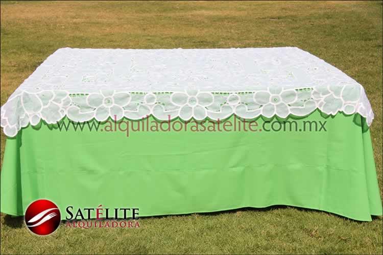 Mantel cuadrado verde limón organza blanco