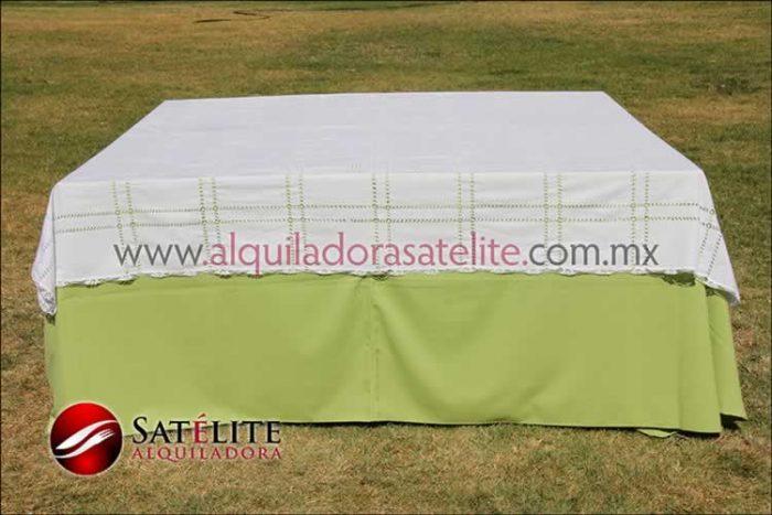 Mantel cuadrado verde manzana deshilado blanco