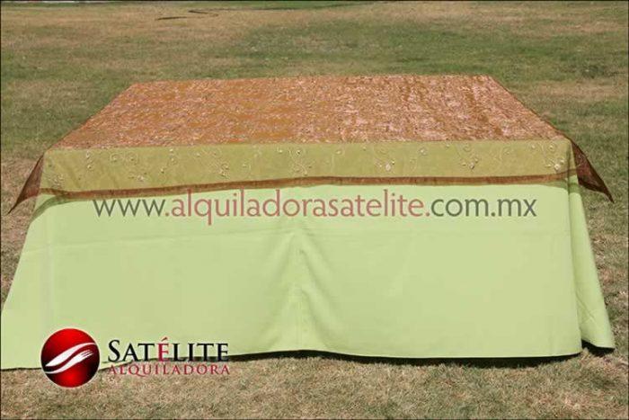 Mantel cuadrado verde manzana organza shedrón 1