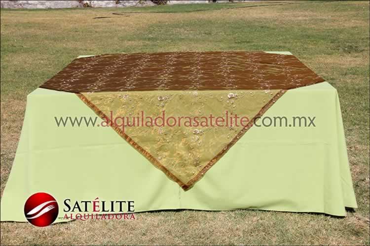 Mantel cuadrado verde manzana organza shedrón 2