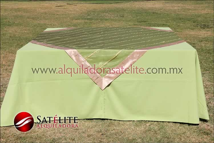 Mantel cuadrado verde manzana organza verde oro 2