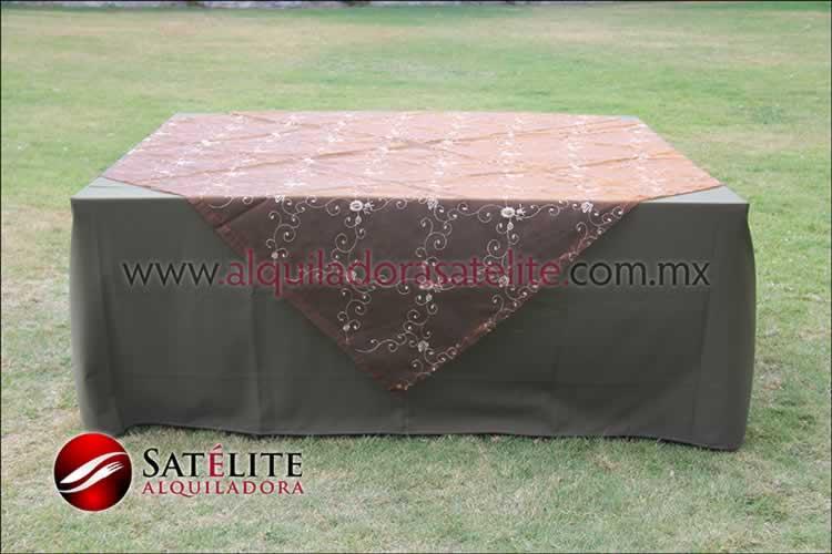 Mantel cuadrado verde olivo organza shedrón 2