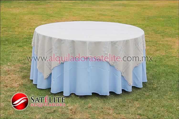 Mantel redondo azul cielo deshilado beige
