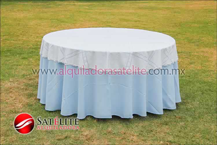 Mantel redondo azul cielo deshilado blanco