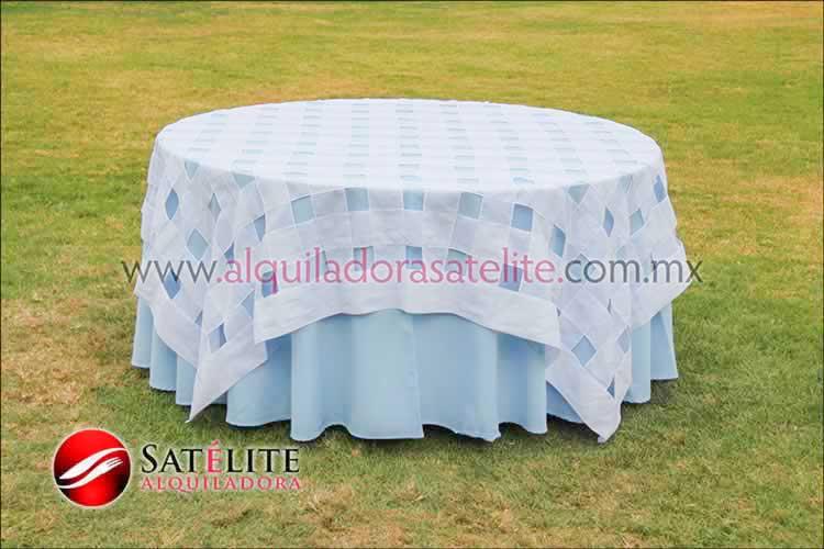 Mantel redondo azul cielo entrelazado blanco