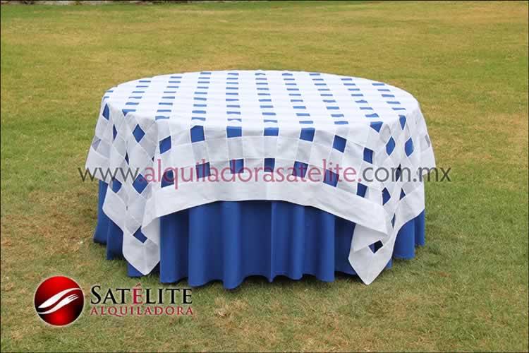 Mantel redondo azul rey entrelazado blanco