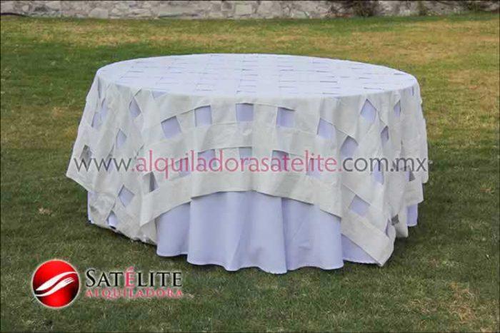 Mantel redondo blanco entrelazado manta