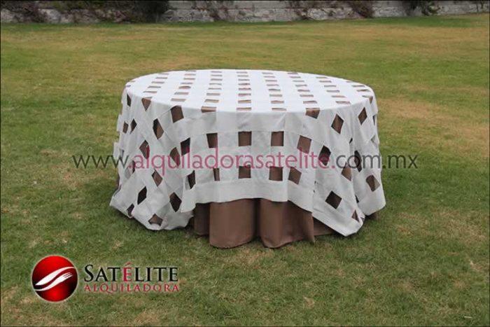 Mantel redondo café claro entrelazado manta