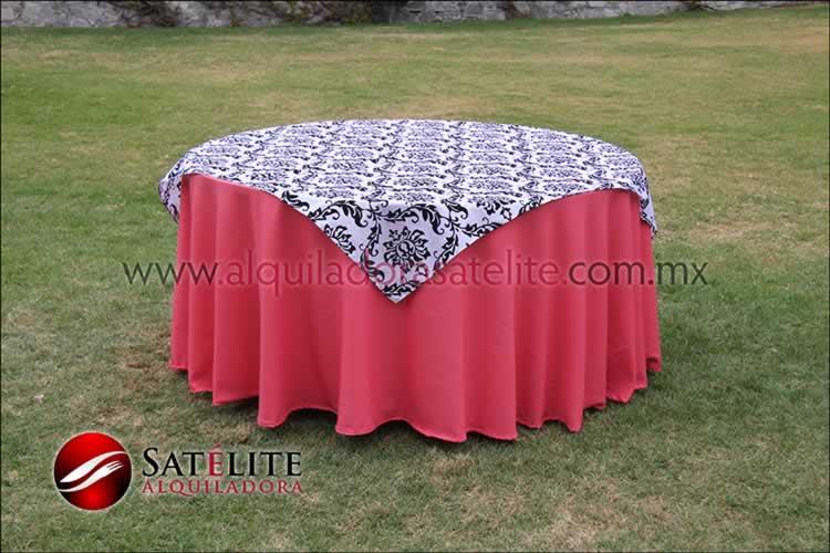 Mantel redondo coral estampado blanco y negro