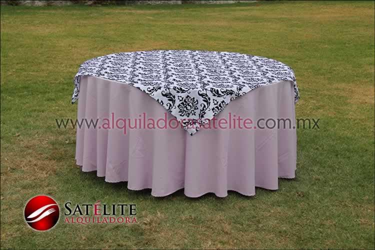 Mantel redondo lila estampado blanco y negro